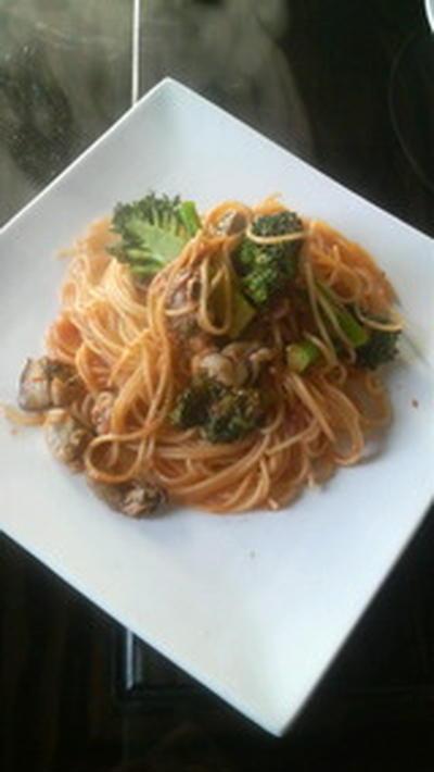 牡蠣とブロッコリーのトマトソースのパスタ