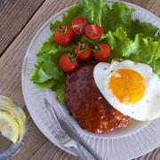 【メシ通連載】【濃厚ソース】お皿をなめたくなるおいしさ! ズボラさん用「BIGハンバーグ」