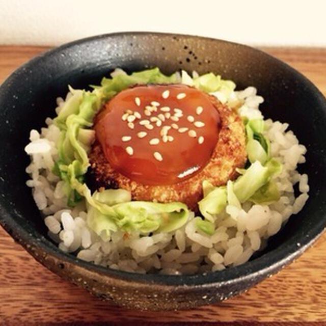 たまごの黄身のしょうゆ漬け&コロッケ丼