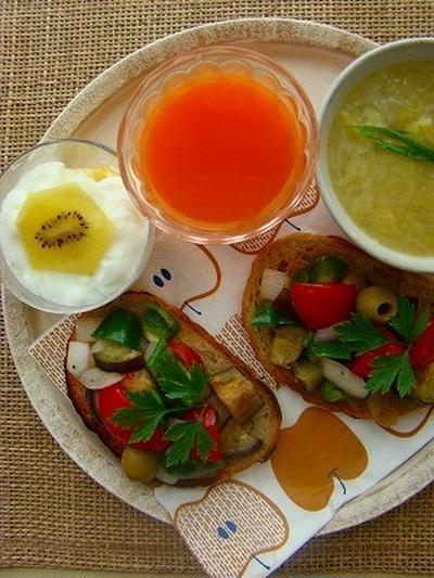 夏野菜のブルスケッタプレート 白ねぎとじゃがいものスープ