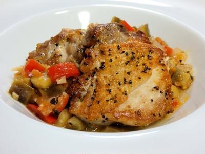 鶏もも肉のソテー~カポナータソース~