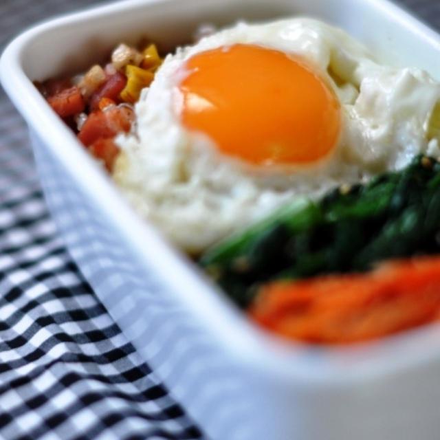生姜たっぷり!蓮根とベーコンの炒飯弁当。