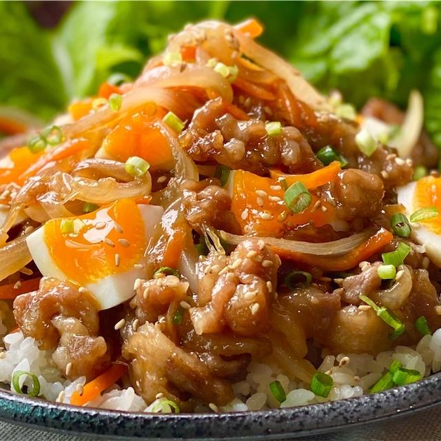 【レシピ】簡単なのに大満足♬野菜たっぷりスタミナ豚丼♬