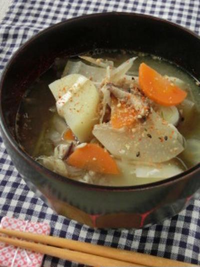 体の芯から温める美肌スープ♪たっぷり根菜のゴマ味噌汁