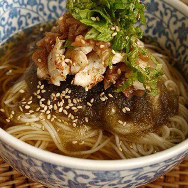 こんがり塩麹鶏と紫蘇たっぷりの梅肉入り素麺