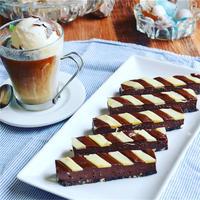 ストライプのスティックレアチョコケーキ