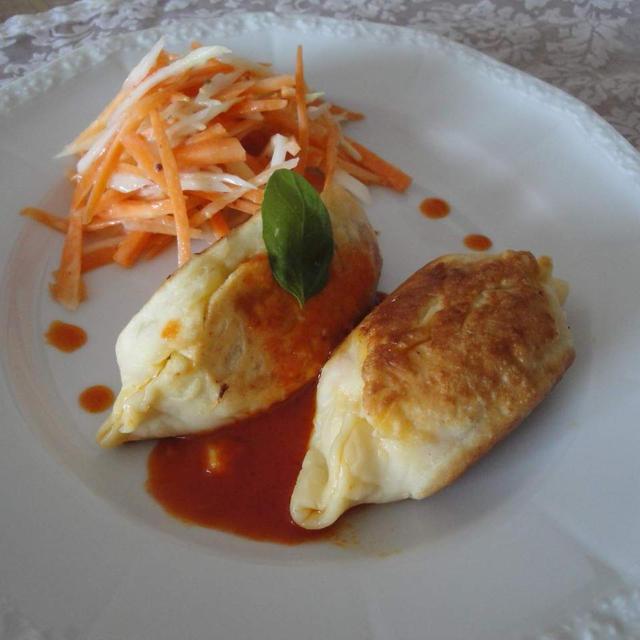 鶏肉とトマトのカルツォーネ