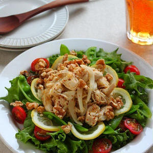 春においしい新玉ねぎを使った「ボリューム肉系サラダ」レシピ