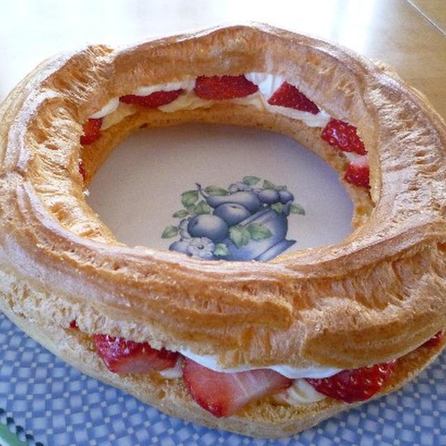 苺のダブルシューケーキ