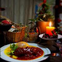 +*トマト煮込みハンバーグ+*オムレツ添え