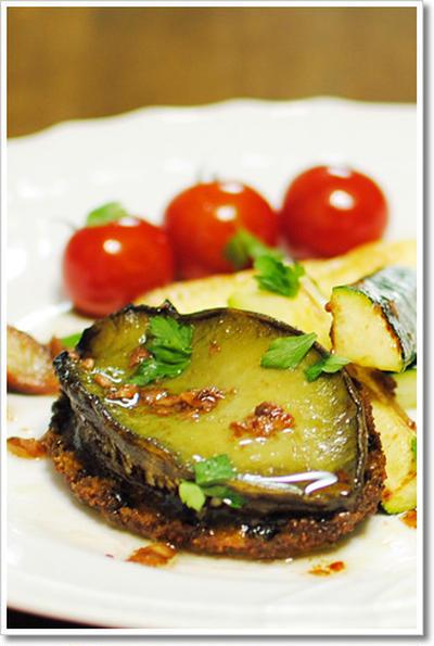 アワビのステーキ、ニンニクとアンチョビのソース