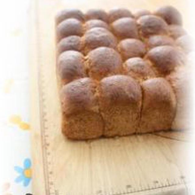 胚芽と全粒粉のハニーちぎりパン。