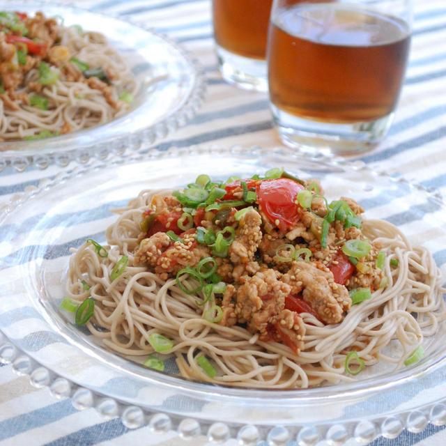 食欲増進!豚ひき肉とトマトのスパイシー蕎麦
