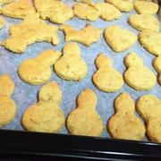 大豆粉で京君と型抜きして焼いたクッキー♪