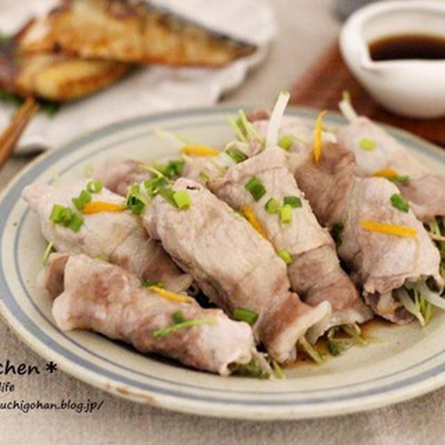 電子レンジで作る簡単メインレシピ*節約*豆苗ともやしの豚巻きレシピ*