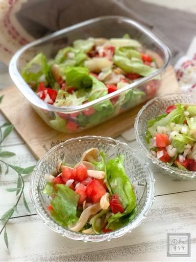 【レシピ】ドレッシングなしで激うま、新玉ねぎとトマトのレタスサラダ