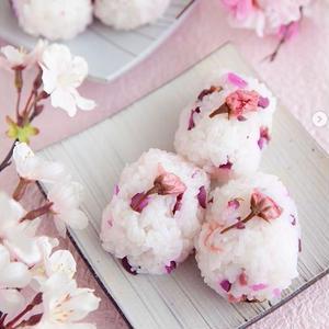 春の香りを閉じ込めて♪スイーツだけじゃない「#桜の塩漬け」お料理フォト