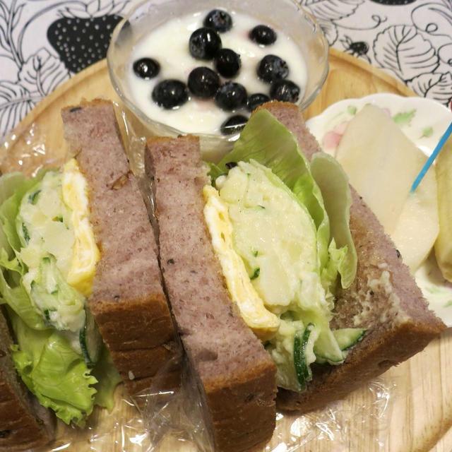 多忙につき晩ご飯は拒否りました(*_*)ので朝食&お弁当 と 大好きなホトトギスの花♪