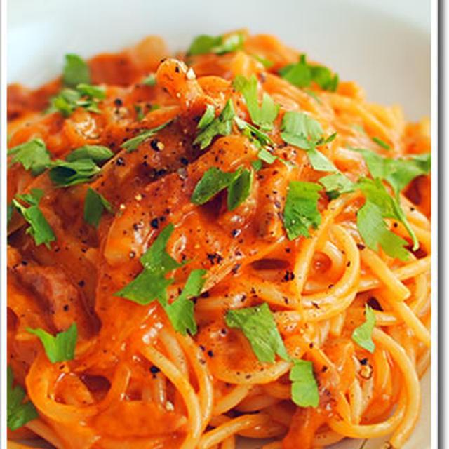 香り高いグアンチャーレを使ったアマトリチャーナのスパゲッティ