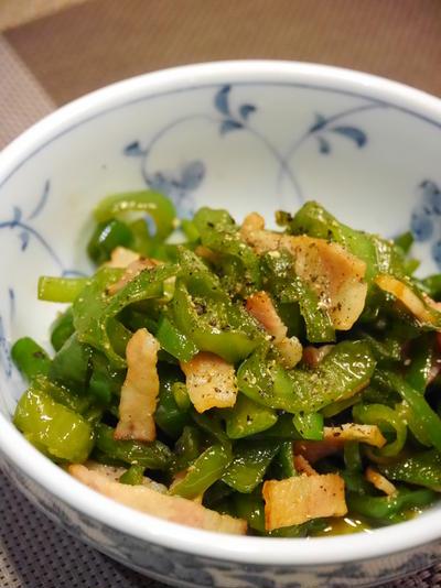 【うちレシピ】ピーマンとベーコンの炒め物★めんつゆ×ゴマ油