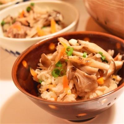 焼きキノコご飯*土鍋で簡単じわっと美味♪きのこが豊作の年?