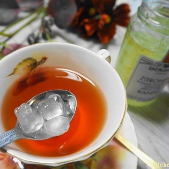 キラキラのシロップ漬け氷砂糖♪キャンディスで紅茶に魔法をかけましょう