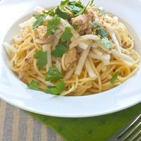パパッと混ぜて簡単!ご飯にもパスタにも合う〜さば水煮缶と大根のスパイス和え。