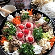 創味シャンタンで7種のカラフル野菜豚バラ肉巻き鍋