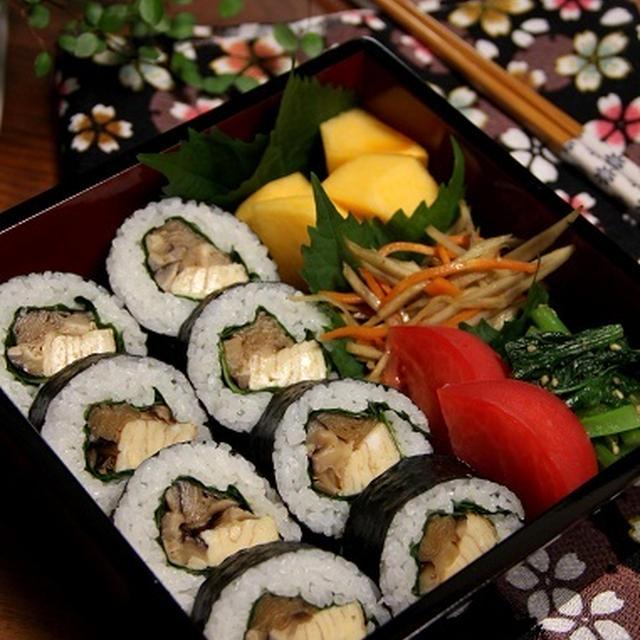 大葉の太巻き寿司でお重弁当。(おおいたクッキングアンバサダー)