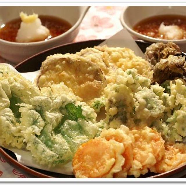 《居酒屋メニューde晩ご飯》タラの芽と野菜天/烏賊の葱塩レモンソテー/山かけ鮪です。