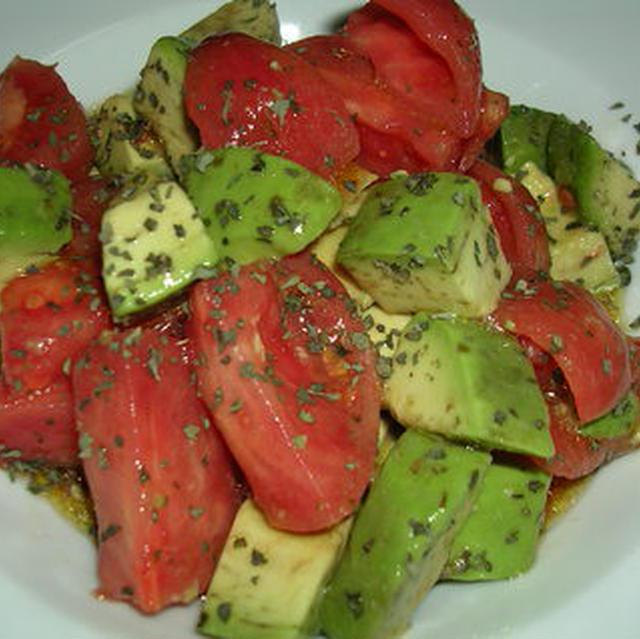 トマトとアボカドのオリーブサラダ
