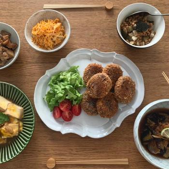 紅芋コロッケの夜ごはん。れんこんと鶏の甘辛レシピ