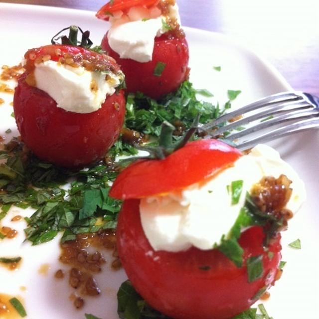 オウチカフェパーティに★フルーツトマトのまるごとカプレーゼ