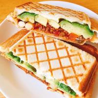 管理栄養士のホットサンド簡単レシピ。余りおかずとはちみつナッツのおやつ編。