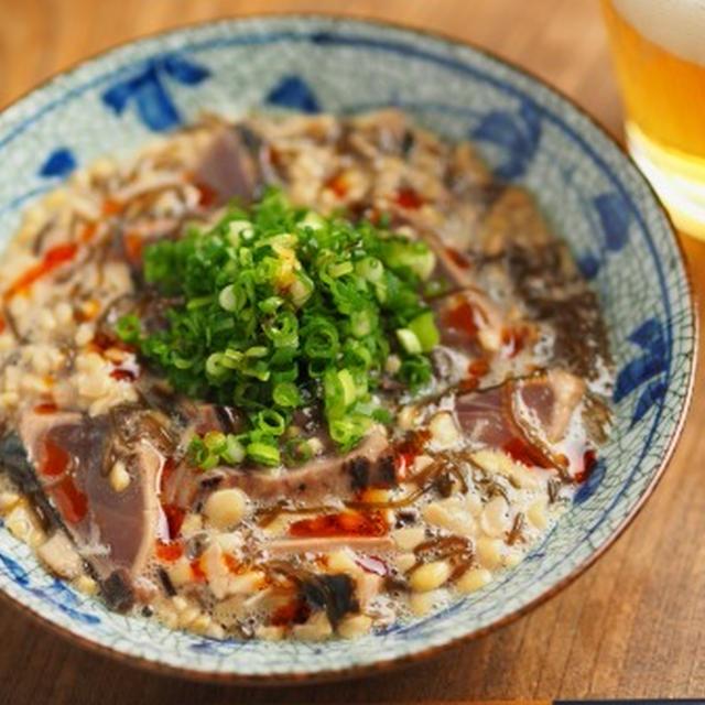 かつおたたきのもずく酢納豆和え、ずるずる食べて美味しい!