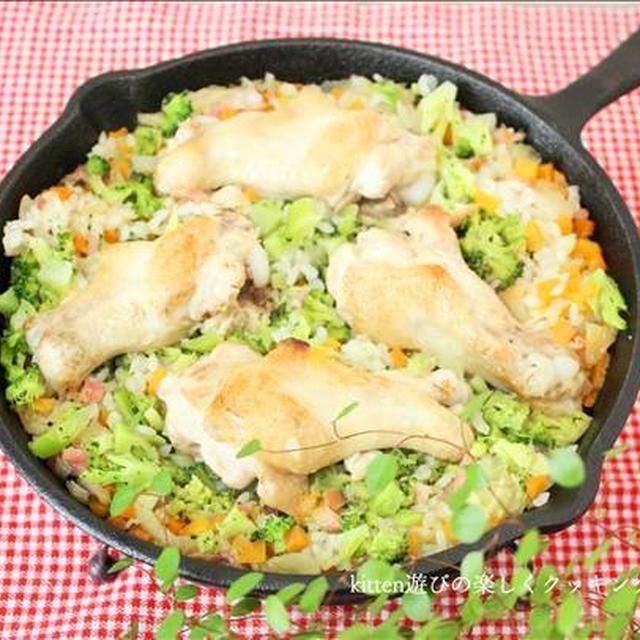 炒めて炊くだけ♪スキレットde彩り野菜とチキンのピラフ