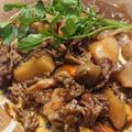 鍋に放りこんで煮るだけ、山ほどキノコを入れたハッシュドビーフ