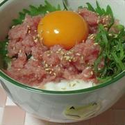 山かけマグロ丼、玄米ご飯で味わう。