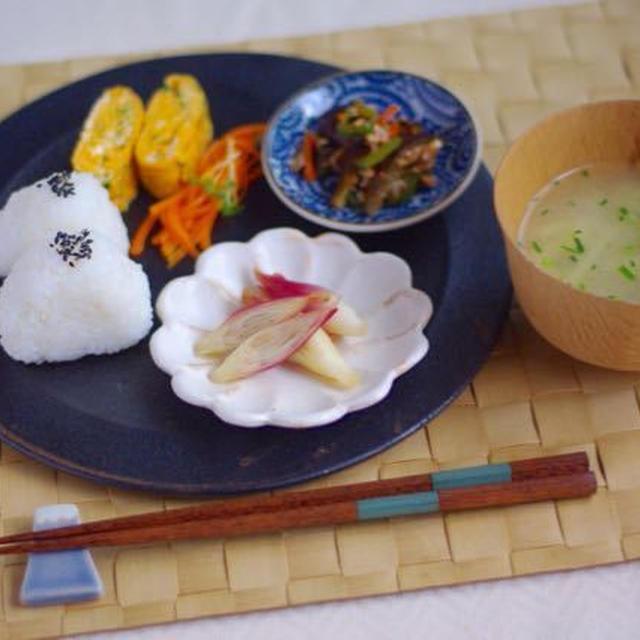 朝時間.jpの連載、更新しました。朝ごはんダイジェストと赤しそジュースレシピ。