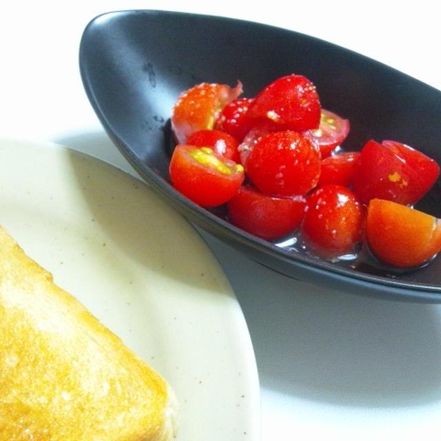 日曜の朝のトマトサラダ