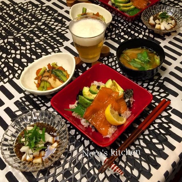 アボカドとサーモンの漬け丼・野菜炒め・もずく♪