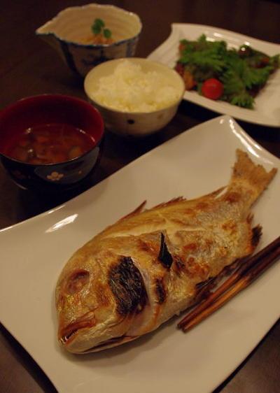 鯛の姿焼きでお祝い膳、とお弁当