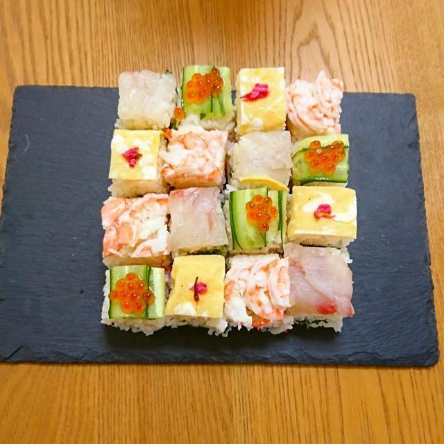 『モザイク寿司 1日遅れでひな祭り』