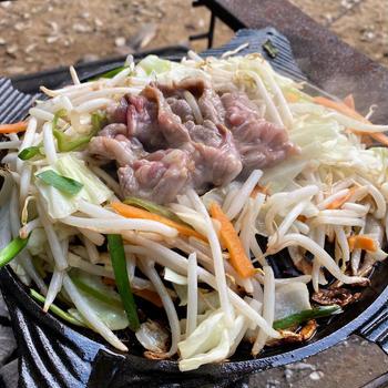 キャンプ飯 ソロキャンプの味方。ジンギスカンは美味しい。