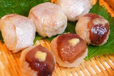 冷酒片手につまむ、夏の手毬寿司、まるでHSのはんぺん大葉チーズ焼き