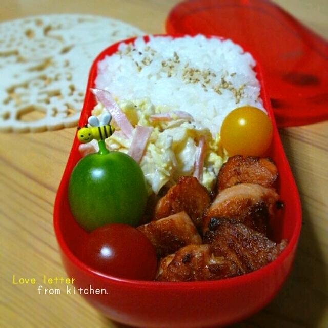 鮭のガーリック醤油焼きのお弁当。(+クリスマスのタイピン★)