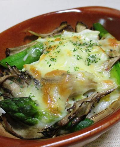 アスパラと舞茸のチーズ焼き<ペパー風味>