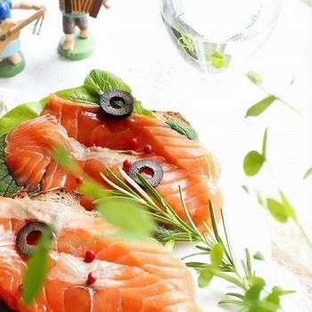 戸倉銀鮭スモークサーモンでオープンサンド