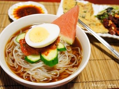 冷麺食べ比べ? 菊水のもりおか冷麺
