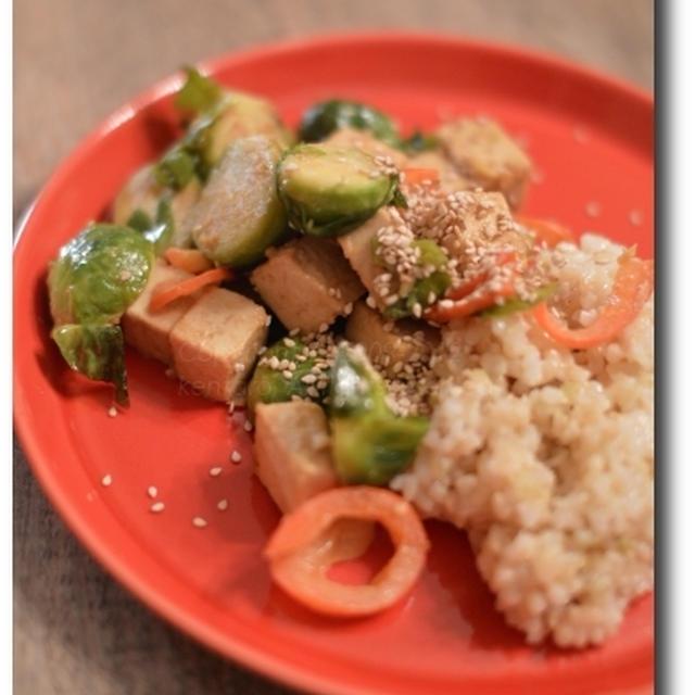 新居で作る料理~ルクエとストウブを使ったオニオングラタンスープ 芽キャベツと堅豆腐の生姜ごま炒め